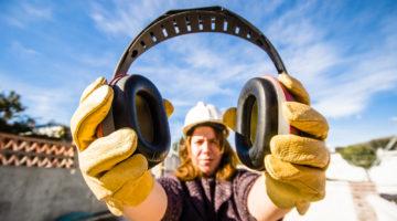 Gehörschutz auf einer Baustelle